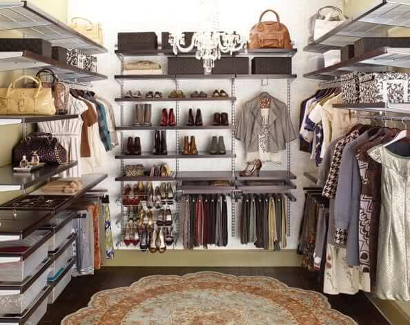 Как правильно составить гардероб девушке 30 лет