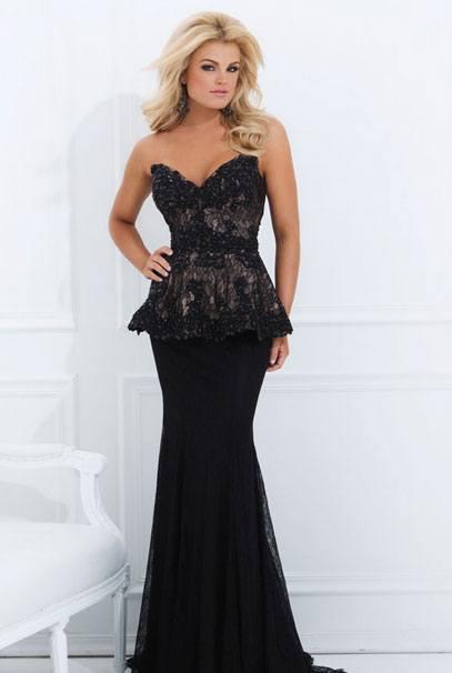 Вечернее платье с кружевами