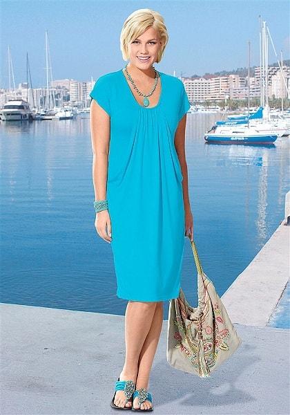 Модное синее платье